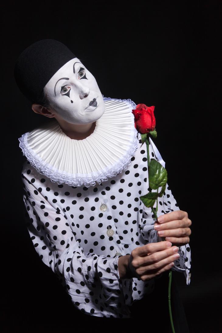 Pierrot IIX by RavienneArt