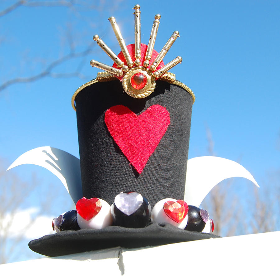 Tiny Top Hat: The Red Queen - Queen of Hearts by TinyTopHats
