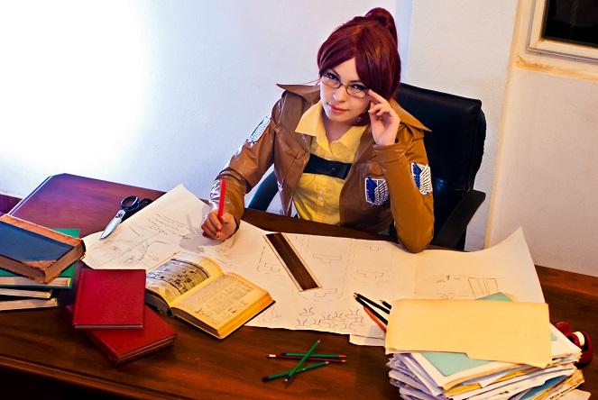 Hanji Zoe cosplay Shingeki no kyojin SNK AoT by akiramiku