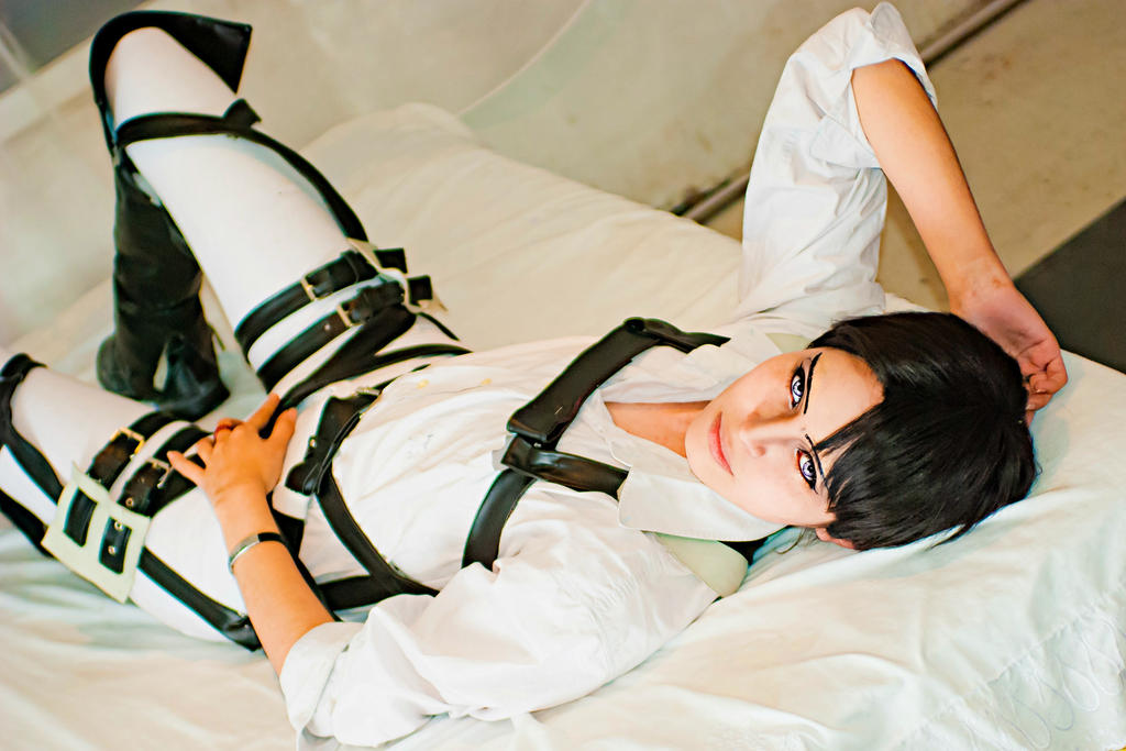 Levi Rivaille Cosplay Shingeki no Kyojin SNK by akiramiku