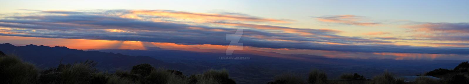 Sunrise from Sunrise Hut, Ruahines by RishZ