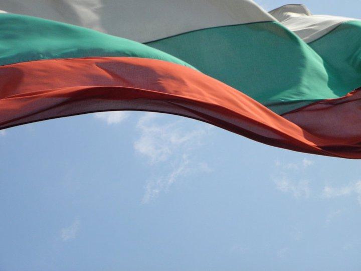 La Vie Bohème Bulgarian_flag_by_yoriee-d4rosn1