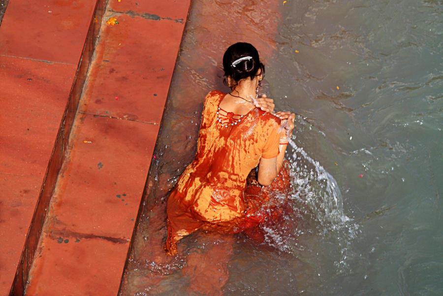 Holy bath by JuliZib