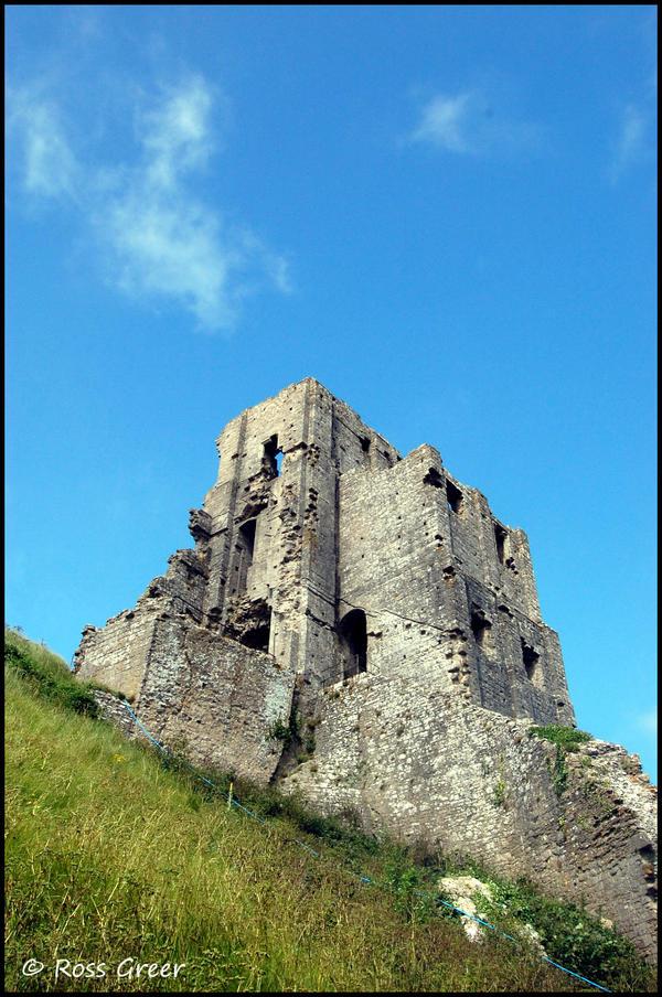 Corfe_Castle_by_ImAnUpstart.jpg