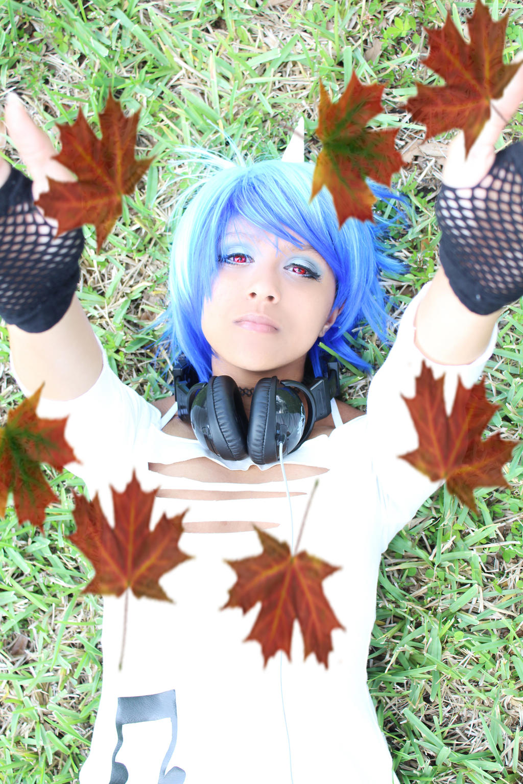 MlP Vinyl Scratch Cosplay: Falling Leaves by Awesome-Vivi