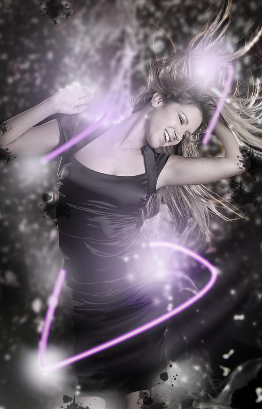 Dancing Woman by ravinsilverlock