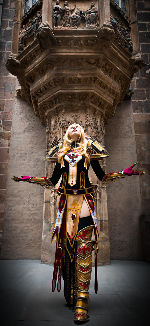 Holy light, give me strength! - World of Warcraft by KamuiCosplay