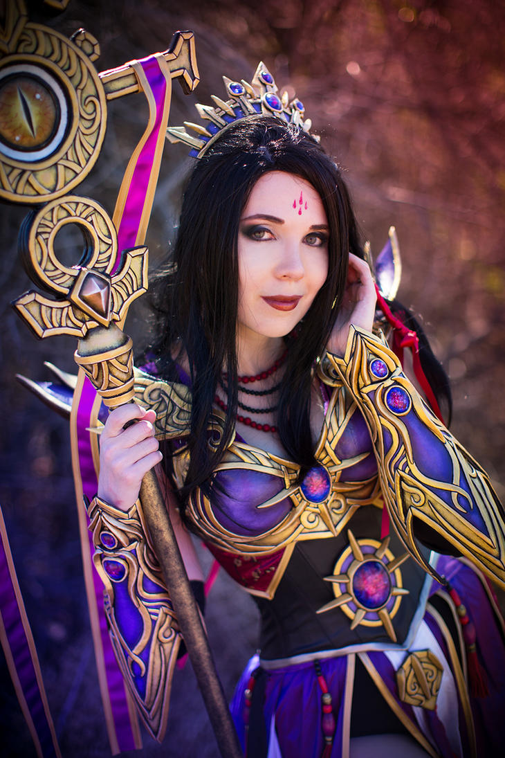 Purple and Gold - Wizard from Diablo III by KamuiCosplay