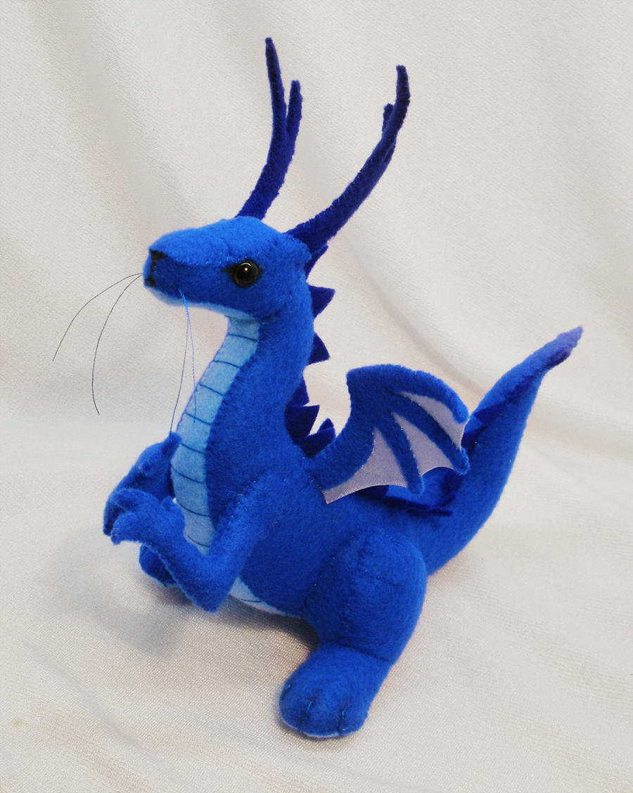 Little dragon plushie by SewLolita
