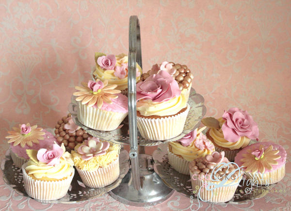 wedding cupcakes by ZaLita