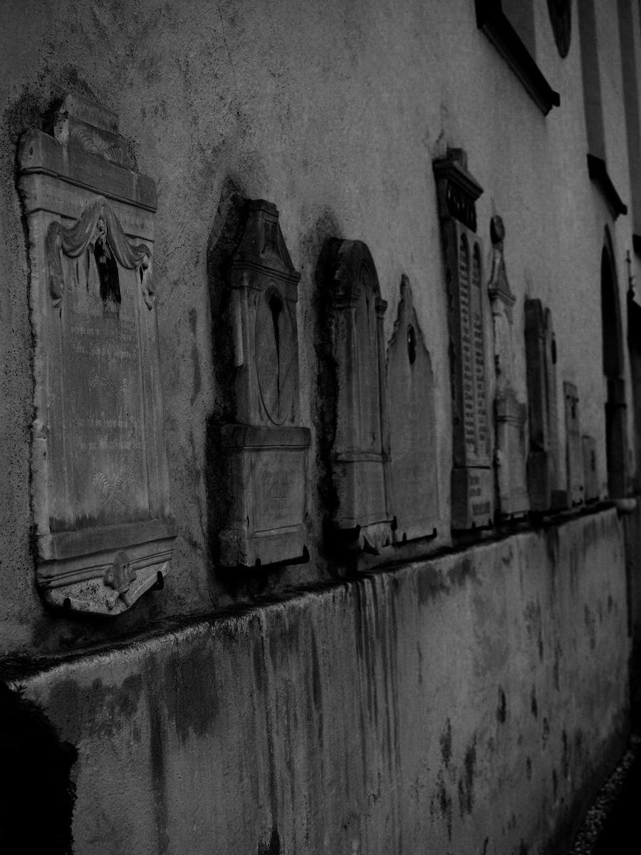 tombstones by MoonCrunchyRoll