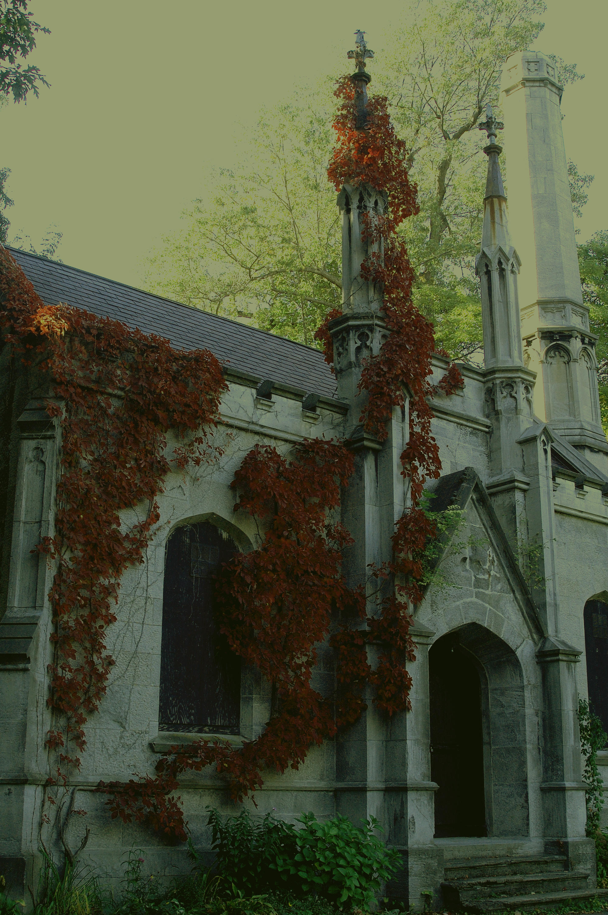 Creepy mausoleum by noelleXnausea