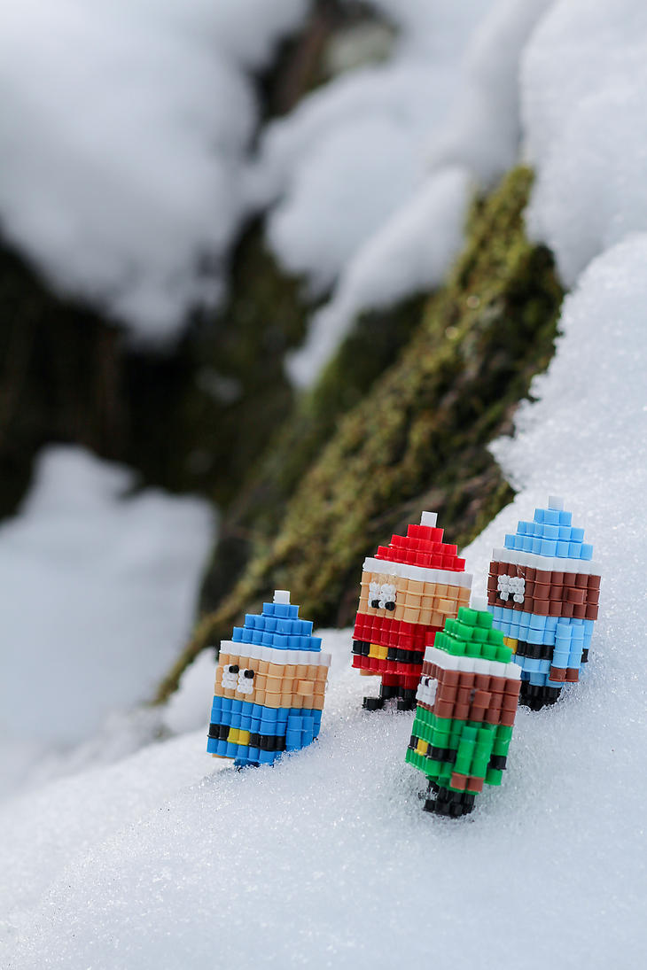 Santa's Elves on a journey - Hama Beads by lwordish