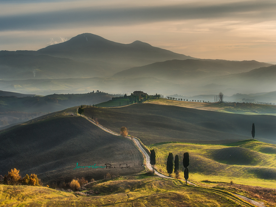 Walking on Tuscany roads by JPawlak