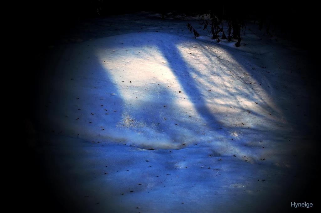 La neige est de glace by hyneige