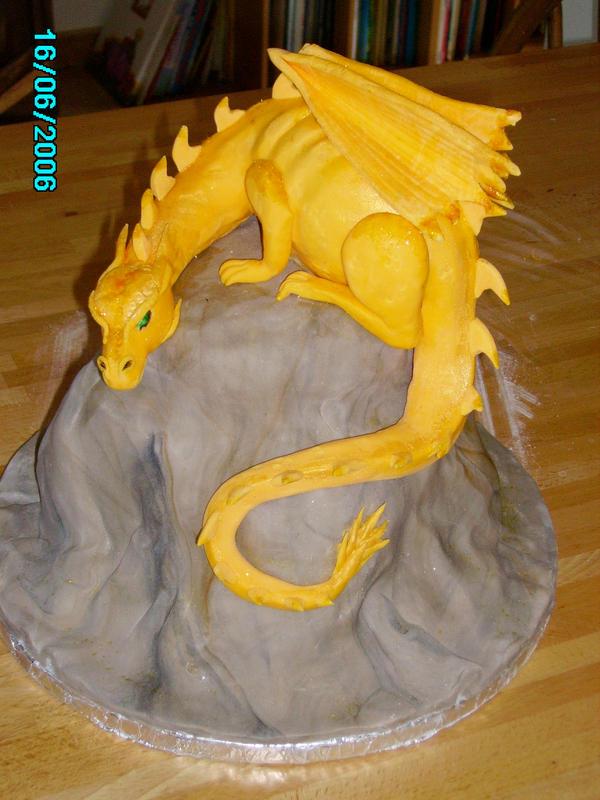 Dragon cake by Shoshannah84