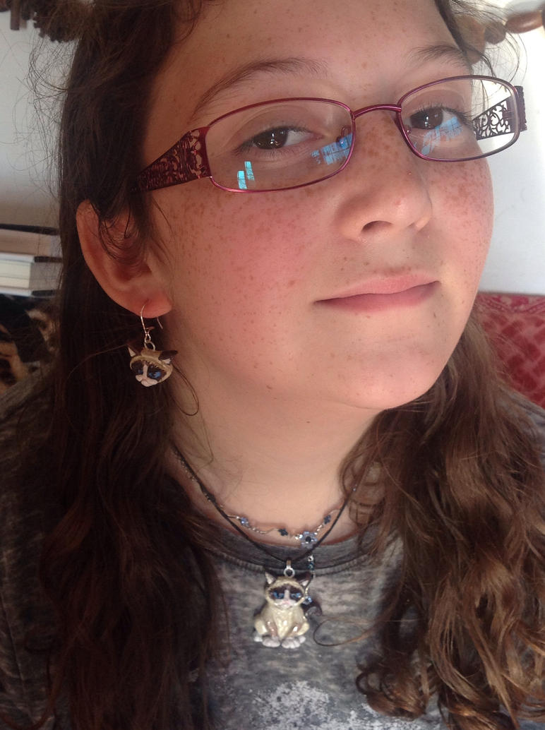 Grumpy cat necklace and earrings by Shoshannah84