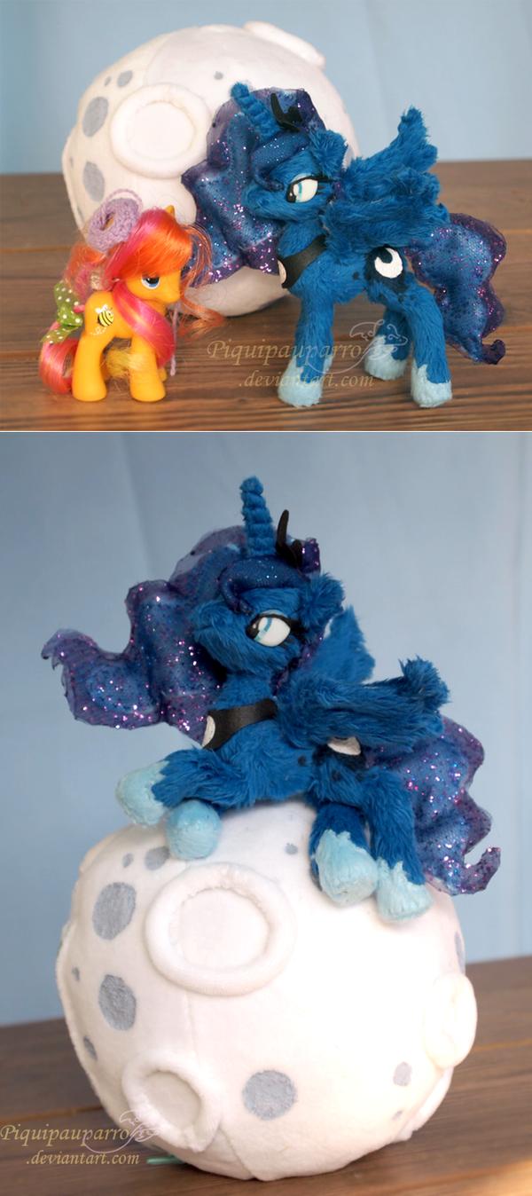 Size comparission - Handmade Luna plush by Piquipauparro