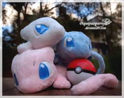 Mews - handmade plushies by Piquipauparro