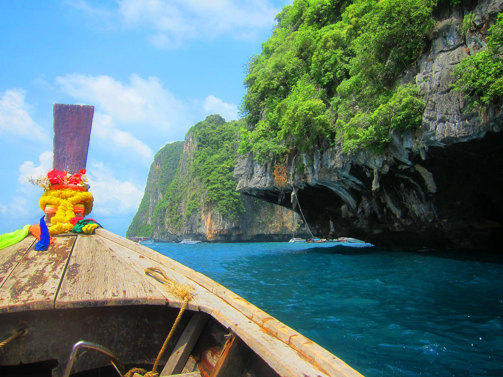 Approach to Ko Phi Phi Lee