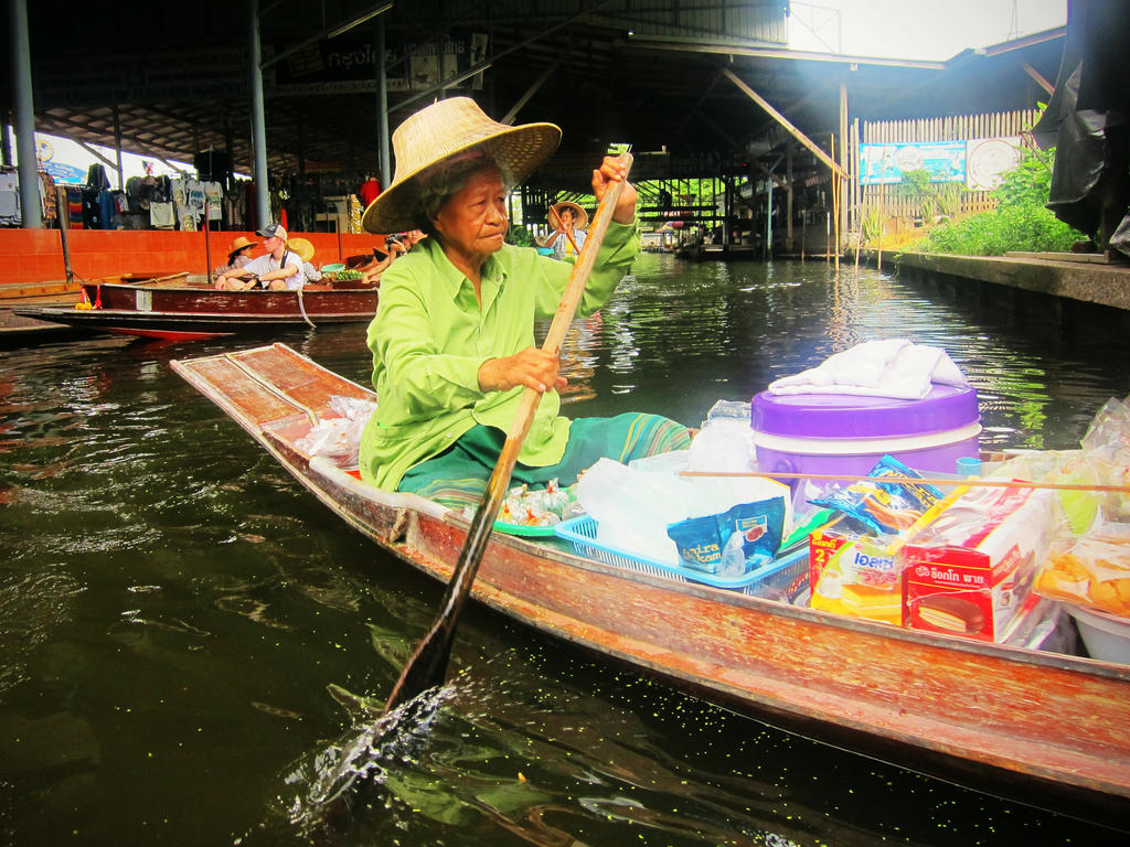 Paddling to Market by emshore