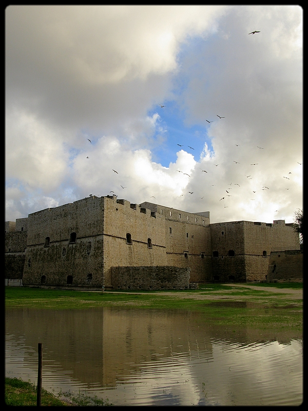 Castello Svevo -ii- by algunavez