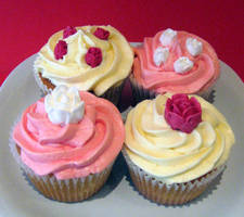 Rosey Cupcakes by Applinna