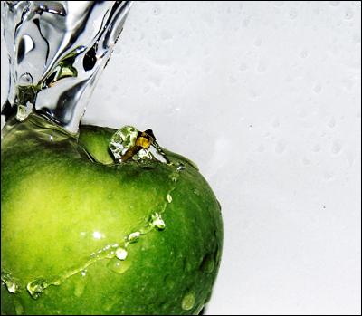 Apple by Lozzan