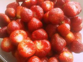 berriesstraw by EmilyEatworlD