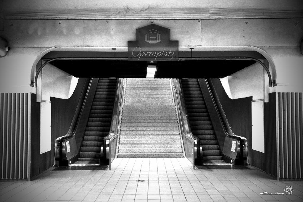 Subway Opernplatz