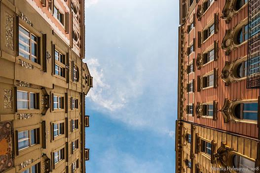 Between the houses II