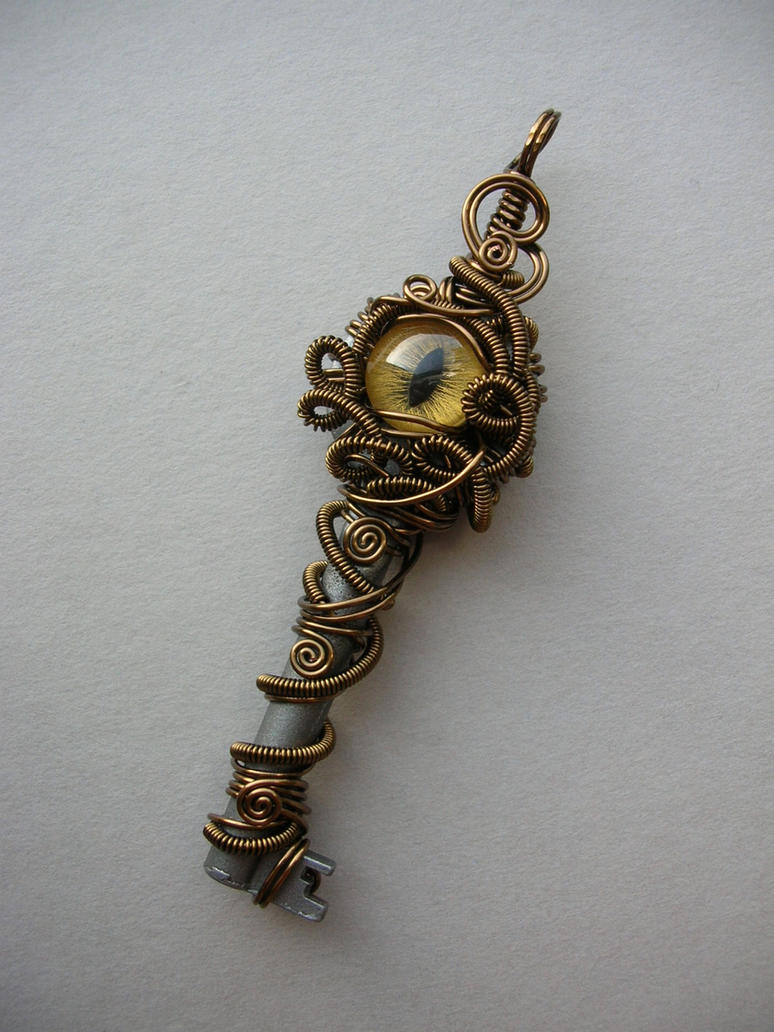 medusa 39 s eye key pendant by arianhwyvar on deviantart