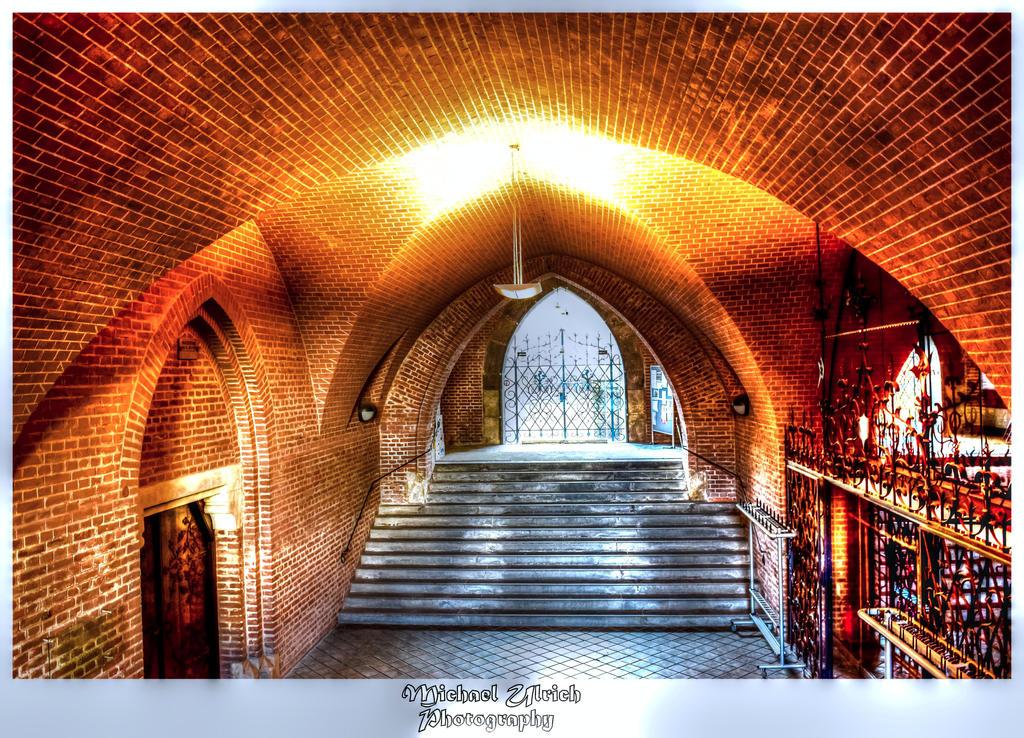 unter der Kirche by schiller142