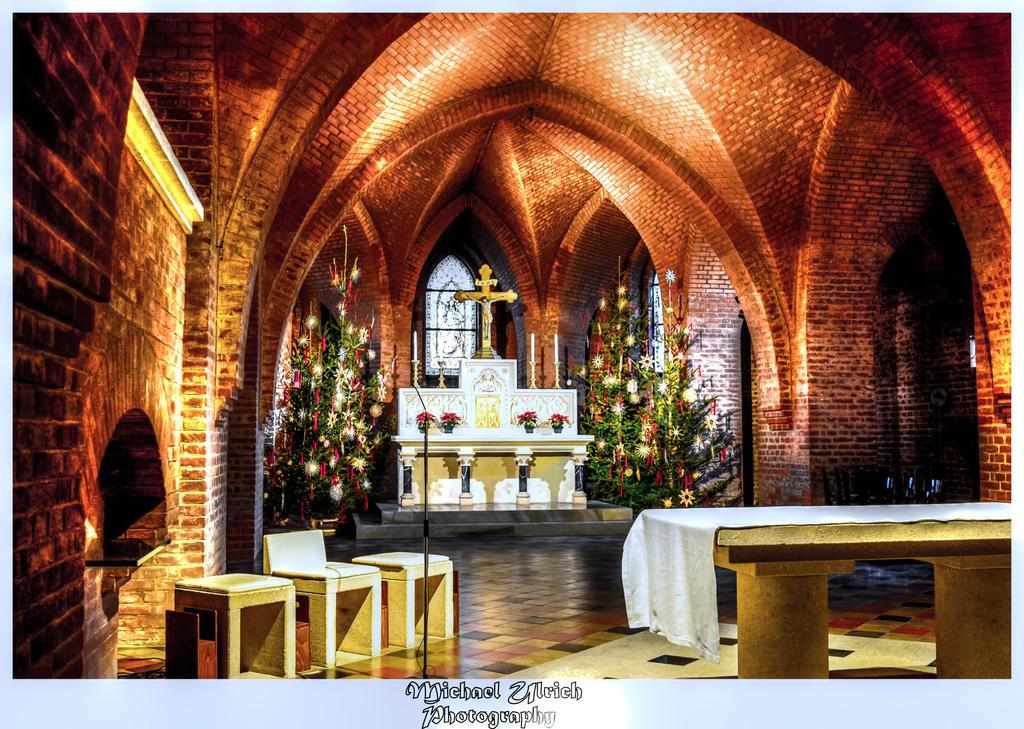 unter der Kirche 2 by schiller142
