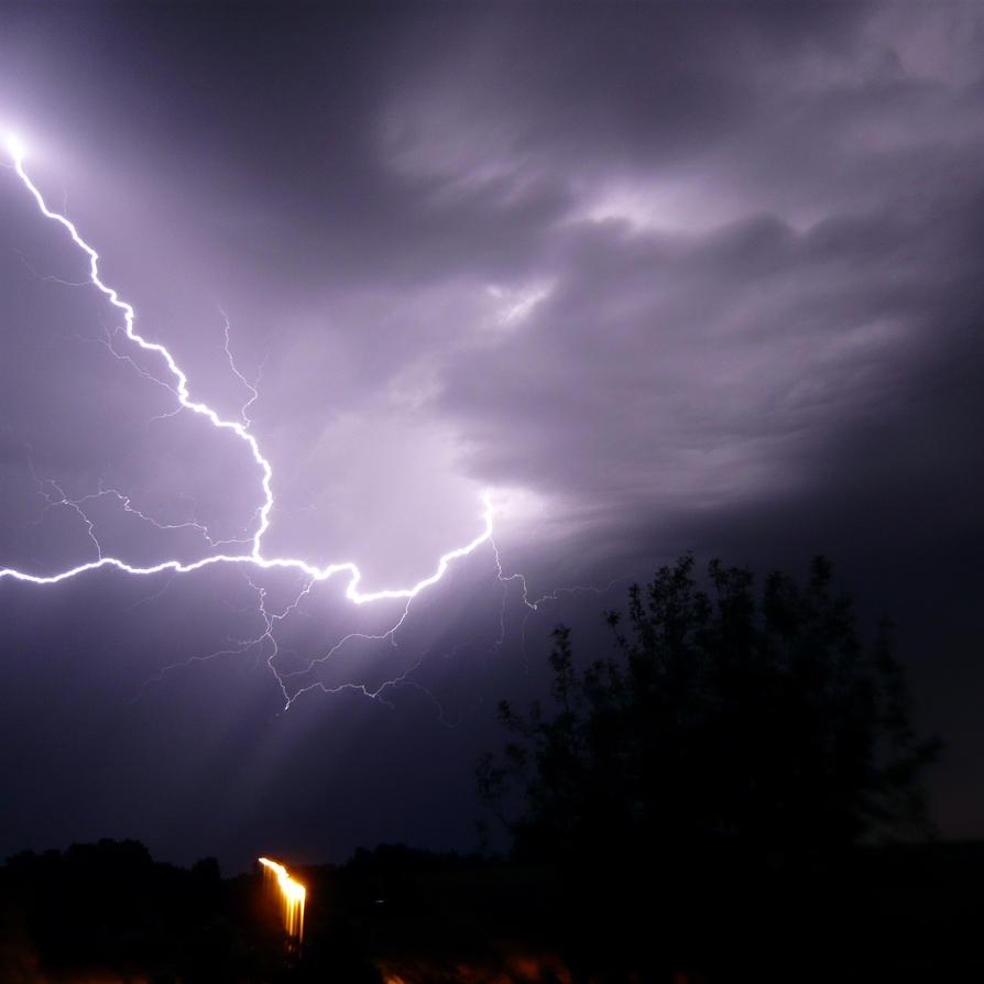 Great lightning by Leopard-Enya