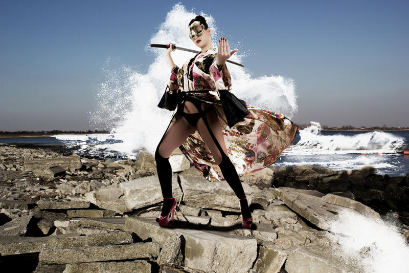 http://fc05.deviantart.net/fs70/i/2013/059/a/1/elena_samurai__wave_crash__by_editingninja-d5whj6m.jpg