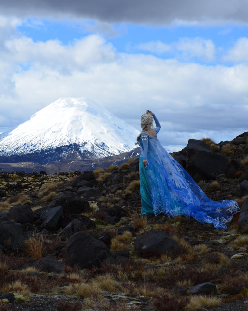 Elsa and Tongariro by glittersweet