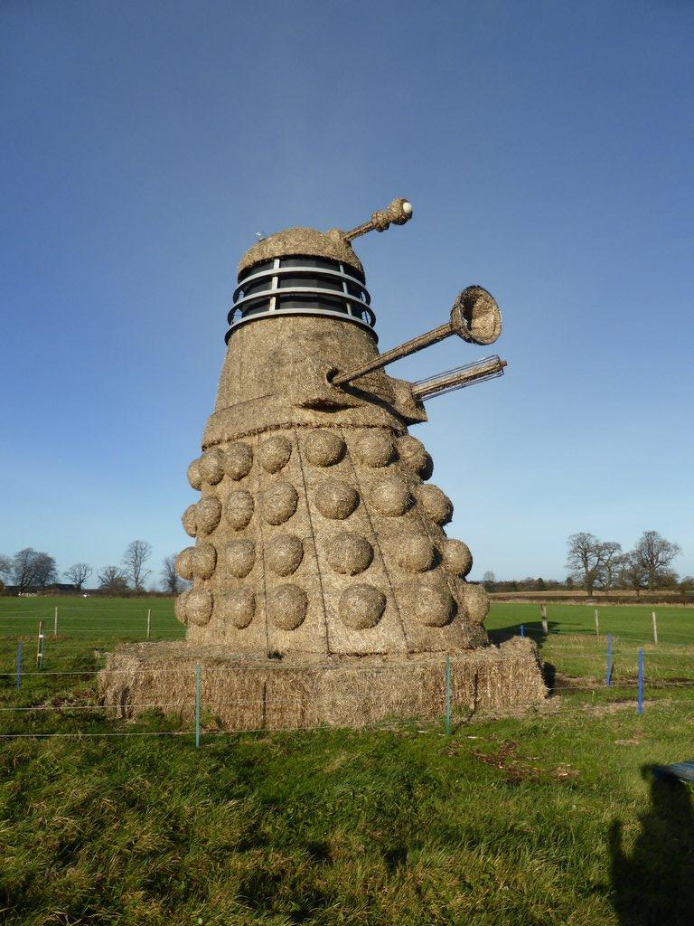 35ft Straw Dalek by kassey2000