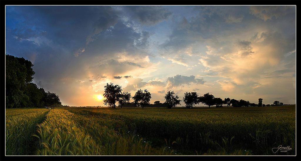 Sunset between storms by IzabelaMilczarek