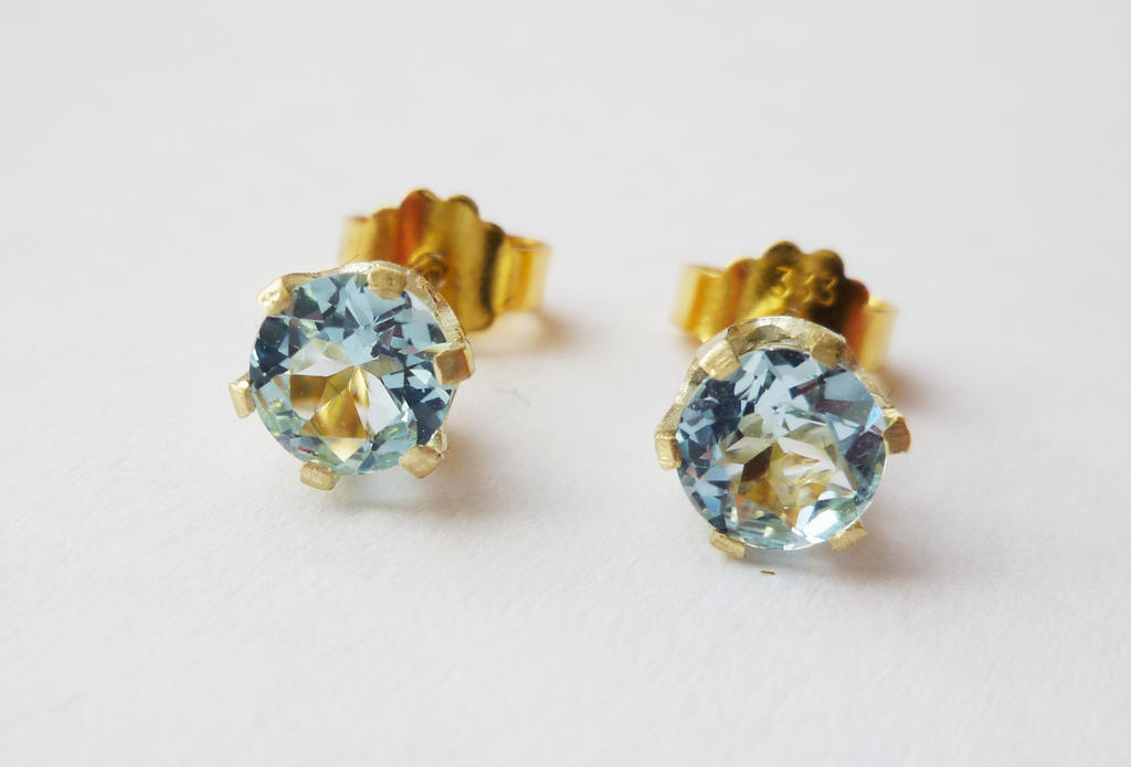 Aquamarine earrings by luthienancalime