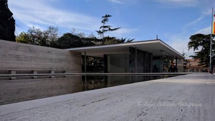 Pabellon de Mies van der rohe by DreamHumanSacrifice