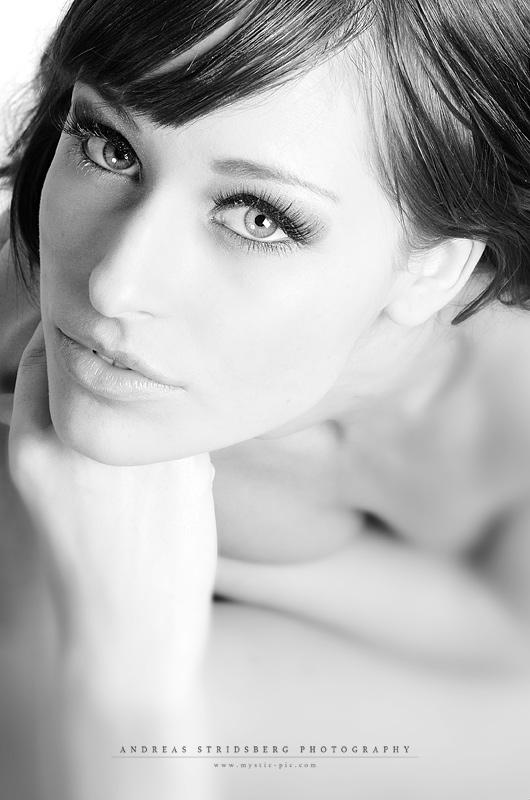 Janina - Black And White by JaninaN