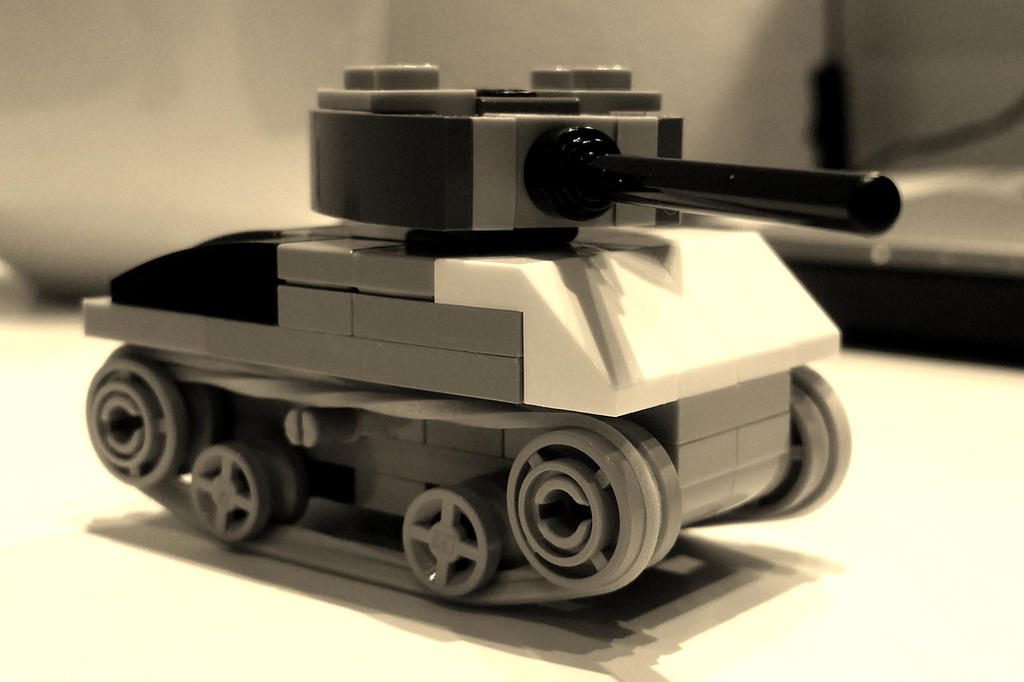 LEGO Sherman tank by 7A7E