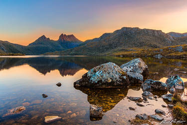 Sunset over Cradle Mountain by paulmp