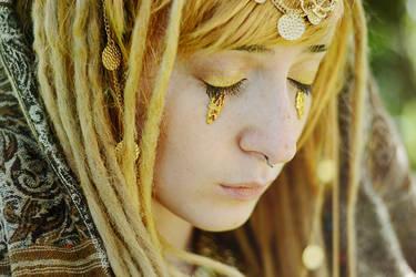 Golden tears by VarencaFISH
