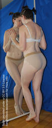 Pose Reference Reflection Mirror Figure Model by SenshiStock