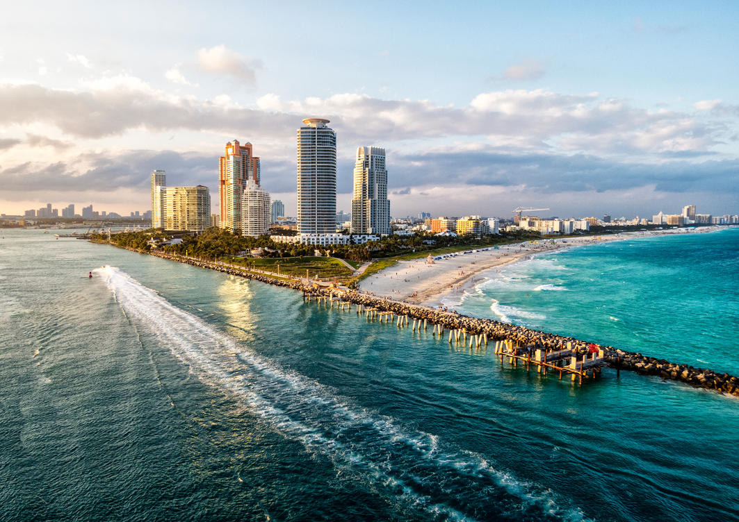 Leaving Miami by zootnik