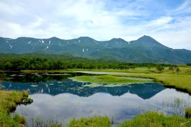 Shiretoko Lake in Summer by scarletdelusion