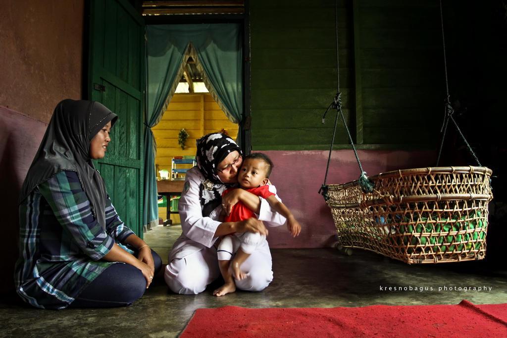 midwife from desa Jake, Kuansi by kresnobagus