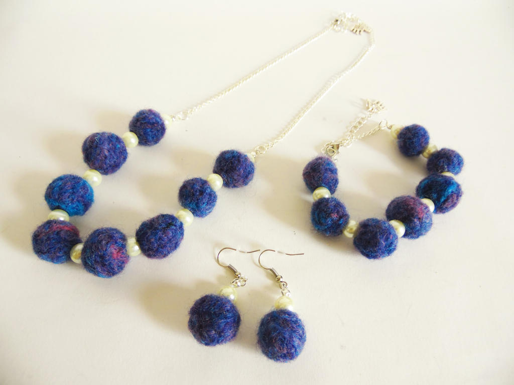 Felted Jewellery Set by KleeNoodle